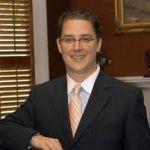 Spécialiste en droit administratif et droit des assurances